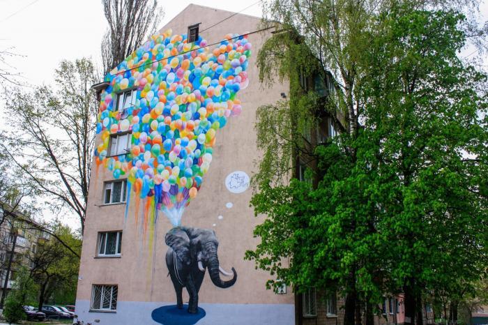 мурали Києва_слон і повітряні кулі